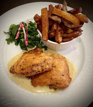 Hauts de cuisses de poulet et leurs frites maison