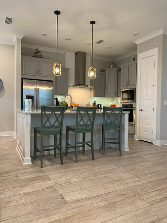 Seacrest Beach, FL: Great kitchen as the center of the home