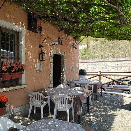 Cunettone di Salo, Itália: TAVOLI ESTERNI