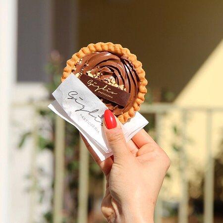 Buona Domenica così ☀️ con questa meravigliosa crostatina alla Nutella 🤎 Siamo aperti dalle 7.00 alle 20.00 pronti ad accogliervi nel nostro spazio all'aperto e al chiuso ☀️