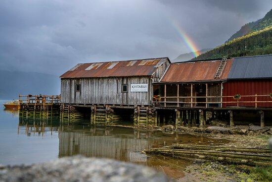 Solvorn, Norvège: Kvitabui (looks better in high tide ;) )
