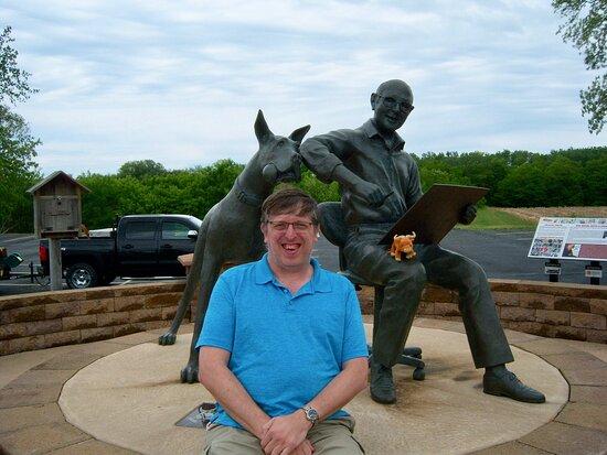 Brad Anderson & Marmaduke Statue