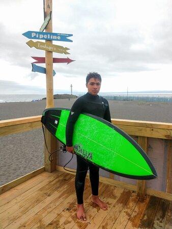 Matías alumno de Escuela Curanipe Surf.