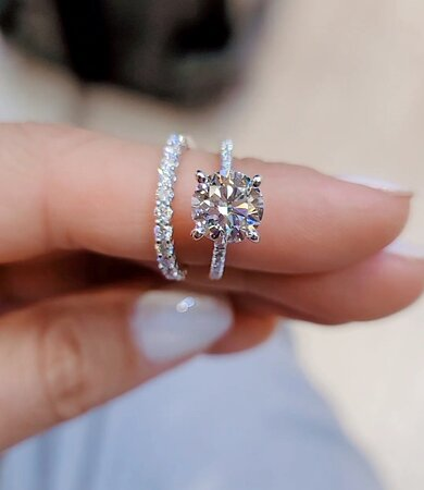 Round brilliant cut 2.7ct on our love fancy with under hidden halo and pave in platinum.