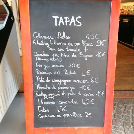 Dégustez à partir de 18 heures nos délicieux tapas..Du foie gras maison, des couteaux en persillade, du porc noir de Bigorre, des calamars frits...Et bien d'autres délices encore...