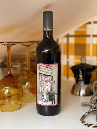""". 🇮🇹 """" l'enfant terrible """" con nonno Camillo sulla foto ❤ tutti i sapori della montagna in una bottiglia 🍷100% vitigno Avanà 100% tremendo ! 🇫🇷 """" l'enfant terrible """" avec notre grand père Camillo sur la photo ❤ toutes les saveurs de la montagne dans une  bouteille 🍷100% cépage Avanà 100% terrible !"""