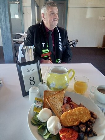 Marburg, Úc: Poached eggs? Crispy Bacon? Soughbough toast?  They  EVEN allowed me 'catsup' for the 'taters'! That's hospitality!