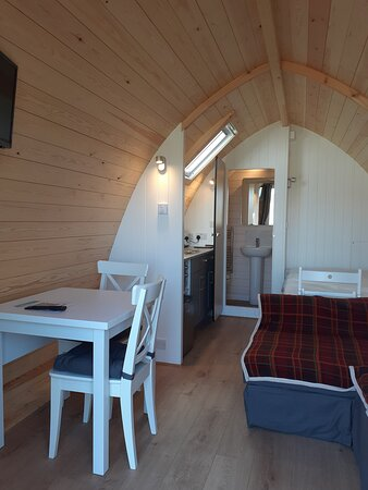 Kingfisher lake camping pods with en-suite facilities, sleeps up to 4 people and accommodates one medium dog.  These are situated beside the Kingfisher lake.