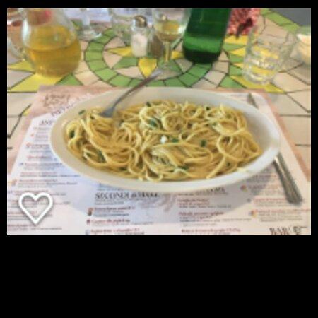 Pasta aglio, olio peperoncino. Per 1 persona. Prezzo 6 euro.