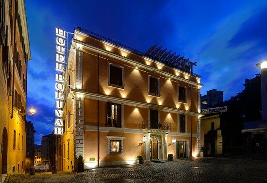 Hotel exterior - Foto Comfort Hotel Bolivar, Roma - Tripadvisor