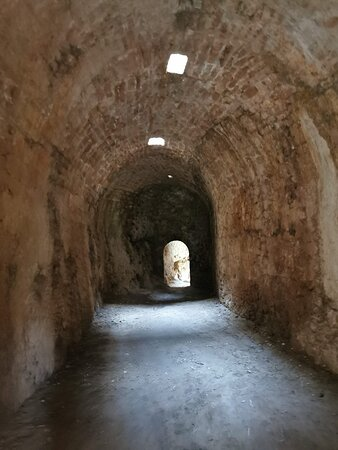Poza de la Sal, Ισπανία: Interior  del Castillo de los Roja.