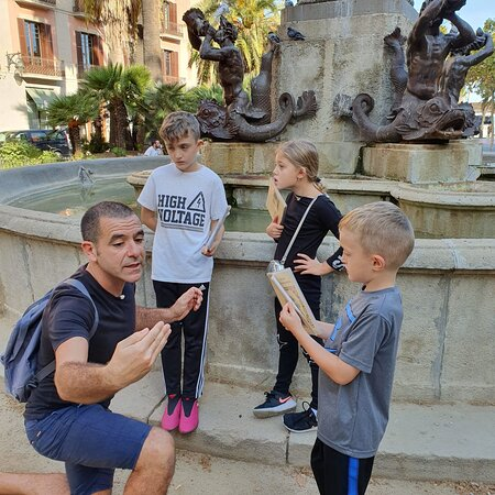 סיור ילדים בברצלונה | דויד קובוס מדריך טיולים מוסמך בברצלונה