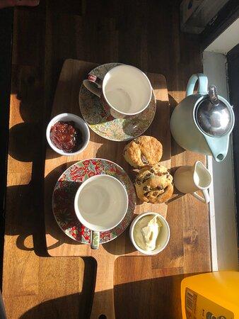 Warnbro, Australia: Devonshire tea for 2
