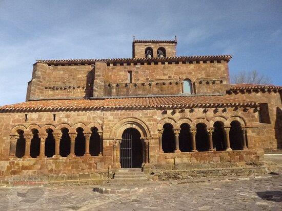 Románico en Pineda de la Sierra (Burgos)