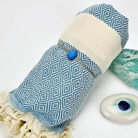 Η πετσέτα  Pestemal συνδυάζει εξαιρετικά την ποιότητα και το στυλ με την απόλυτη χρηστικότητα.!!! Φτιαγμένες από βαμβάκι, είναι εξαιρετικά απορροφητικές και στεγνώνουν πολύ γρήγορα.  Εκτός από την παραδοσιακή τους χρήση ως πετσέτα, μπορείτε να τις φορέσετε ως παρεό, halter neck φόρεμα, εσάρπα, φουλάρι και ότι άλλο μπορείτε να φανταστείτε.  Παιχνιδιάρικες ρίγες αλλά και παστέλ αποχρώσεις δε θα μπορούσαν να λείπουν και φέτος το καλοκαίρι.