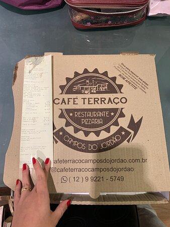 Pizza não vem alinhada, uma parte menor que a outra, não vale a pena pelo valor