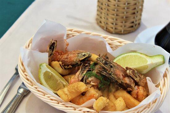 Basket of Fried Calamari & large Shrimps