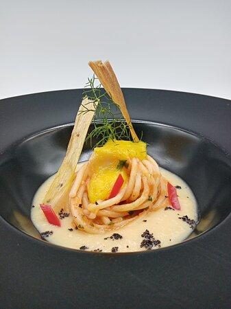Spaghettone Senatore Cappelli, Humus di ceci,Polpa di Riccio di Mare e Spuma di Rana Pescatrice.