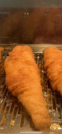 Saxilby, UK: Best quality fish fresh every day  with thin crisp batter with chips makes a perfect meal our normal portions are 10 oz of fish