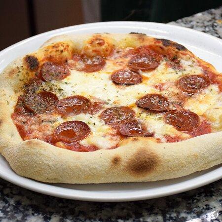 Pizzas Pepperoni con la deliciosa mozzarela Fior D´Latte. Pizzería Sorelle D´Italia, Los Alcázares.