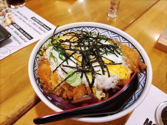 Katsudon de pollo.