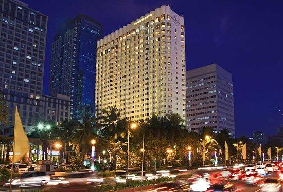 โรงแรมไดม้อนท์