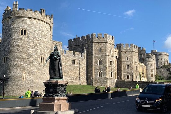 Self-guided Windsor Castle & Hampton Court Palace Tour with Transfers