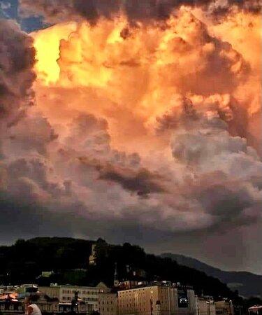 Salzburg, Austria: Nuvoloni serali carichi di …. pioggia !!
