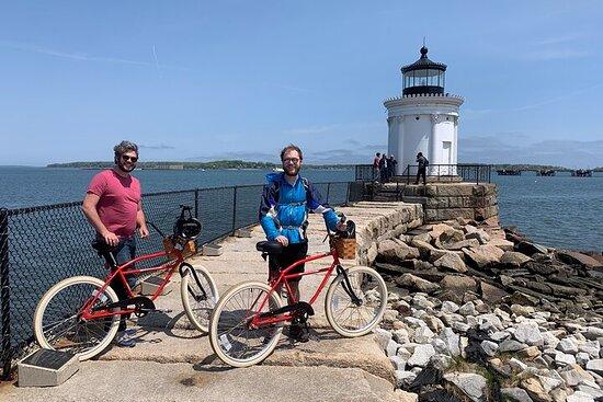 Visite à vélo en petit groupe de 3 heures et 3 phares au départ du...