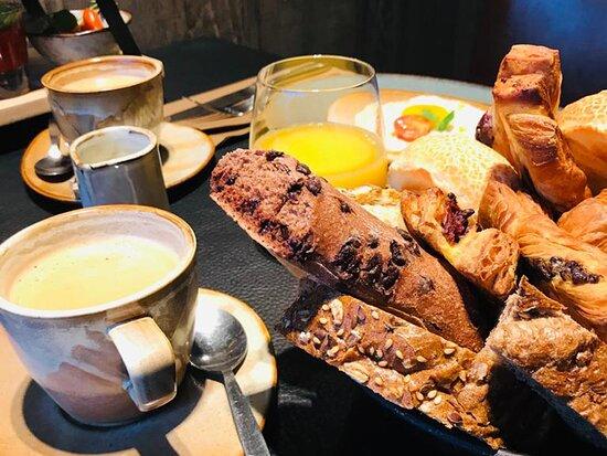 Ingelmunster, België: Sfeerbeeld ontbijt