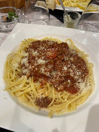 Escalope milanaise, bolognaise, pave de boeuf, Cage gourmand, tiramisu, glaces - Picture of Pizzeria Bambino, Toulouse - Tripadvisor