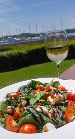 Caprese salad on the patio? Don't mind if I do! A delicious sampling from our gluten-free, vegetarian and vegan options.