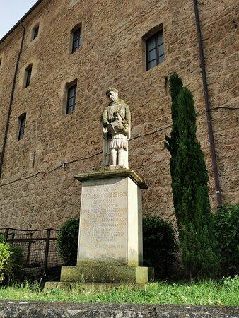 Estatua de Fray Pedro Ponce de León.
