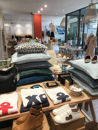 Something for everyone at OASIS Lifestyle boutique. Women's clothing, fashion accessories, gifts, homwares and unique furniture pieces.