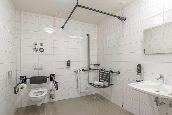 Bathroom Handicapped I Bento Inn Messe Munich