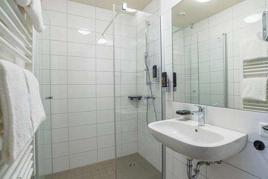 Bathroom I Bento Inn Messe Munich