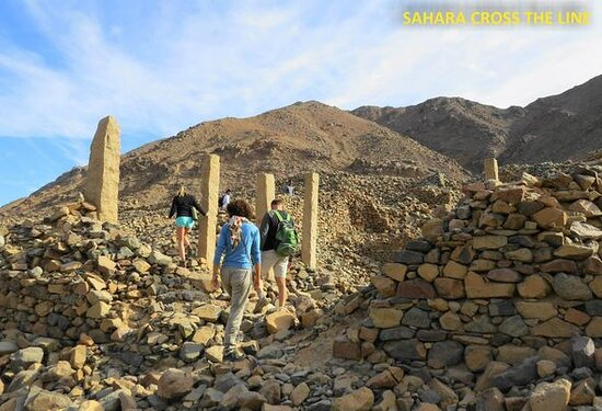 Egypte: New Hidden Secret The Mons Porphyrites story the mountain of porphyry, was used as a mine for over three centuries, from 29 AD to 335 AD, with the earliest quarrying taking place under the emperor Tiberius. It lies on the road between the Red Sea and Maximianopolis, the modern Qena. It was rediscovered only in 1823 ,The Gebel El-Dukhan mountain (Father of Smoke) is a source of the imperial purple-red porphyry (and smaller deposits of green porphyry), which were considerably sought after for use