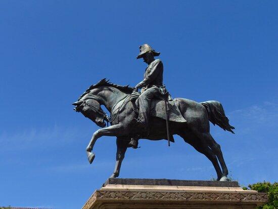Il monumento a Carlo Alberto: particolare del sovrano sul suo destriero