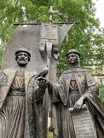Памятник Святым благоверным Петру и Февронии Муромским