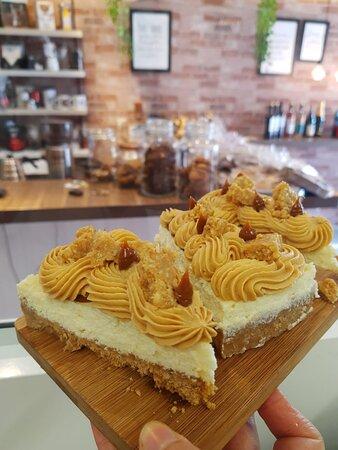 Cheesecake com doce de leite e paçoca
