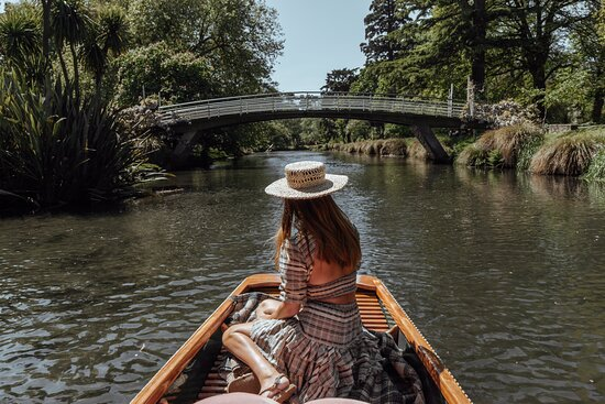 The George - Punting on the Avon 1