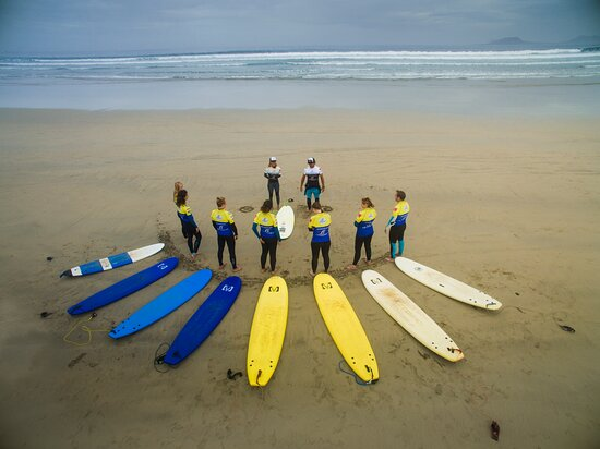 QUALIFIED SURFSCHOOL Lanzasurf Surf School & Yoga Camps exists more than 8 years and we have almost 20 years of experience in our school teaching Surf and Yoga. It is our passion to teach you and having fun with you. When do you plan to come? 👇🏼 Let us know! We can't wait to meet you (again)!  🏝️☀️💦🙏🏼🏄🏽♀️💚🧘🏽 www.lanzasurf.com 𝗟𝗮𝗻𝘇𝗮𝘀𝘂𝗿𝗳 𝗦𝘂𝗿𝗳 & 𝗬𝗼𝗴𝗮 𝗖𝗮𝗺𝗽𝘀 𝗟𝗮𝗻𝘇𝗮𝗿𝗼𝘁𝗲, 𝗖𝗮𝗻𝗮𝗿𝘆 𝗜𝘀𝗹𝗮𝗻𝗱𝘀