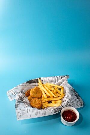 Nuggets de pollo, menú infantil