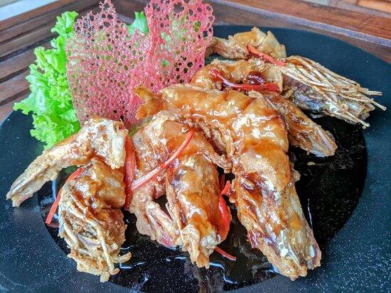 Seafood: Large prawns in Tamarind Sauce - กุ้งใหญ่ทอดซอสมะขาม 🦐