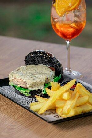 Tuna steak burger & Aperol spritz