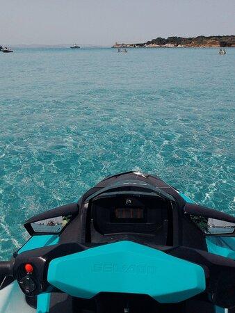 La plage de Piantarella et son mythique banc de sable menant jusqu'à l'île de Piana ! 🏊🏻♀️🏄🏻♂️