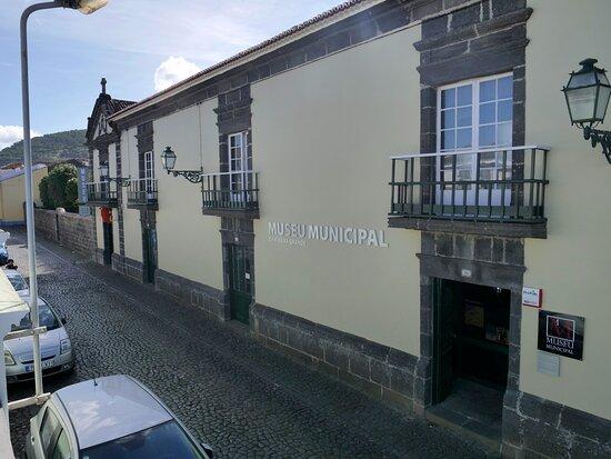 Fachada principal do Museu Municipal da Ribeira Grande