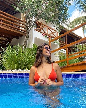 Sol, calor e uma bela piscina para mergulhar  Pousada WindJeri - Praia de Jericoacoara 📧 pousada@windjeri.it 📞+55 88 99643-8669 💻 www.windjeri.it  #pousada #windjeri #jericoacoara #vemprajeri #hospedagem #jeri #windsurf Foto @sarahpequeno