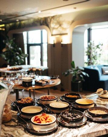 """Завтрак в ресторане """"Ривьера""""."""