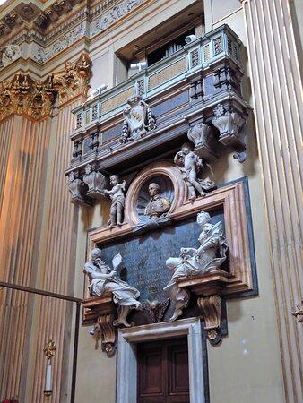 Il monumento funebre del conte Benedetto Gastaldi (parete dx del presbiterio)